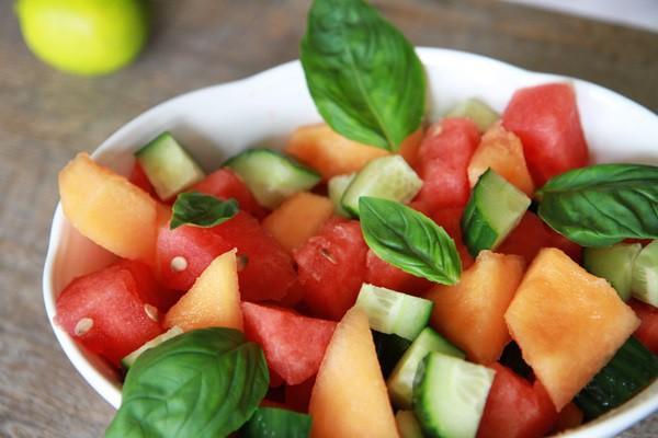 Рецепт                  Летний салат из дыни и арбуза