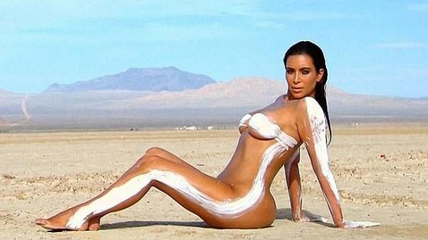 Ким Кардашян снялась в откровенной фотосессии в пустыне