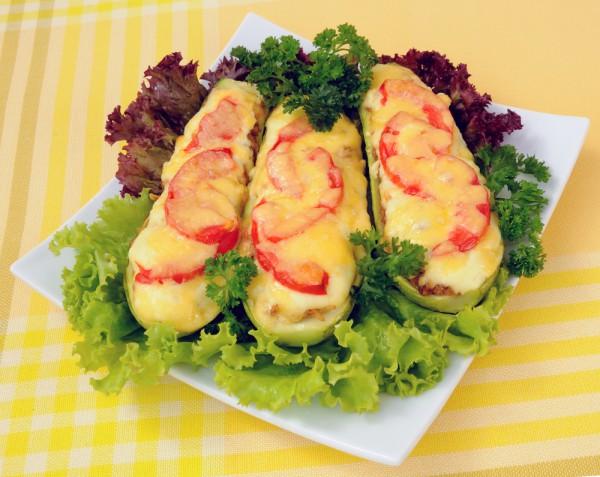 Рецепт                  Фаршированные кабачки с мясом, помидорами и сыром