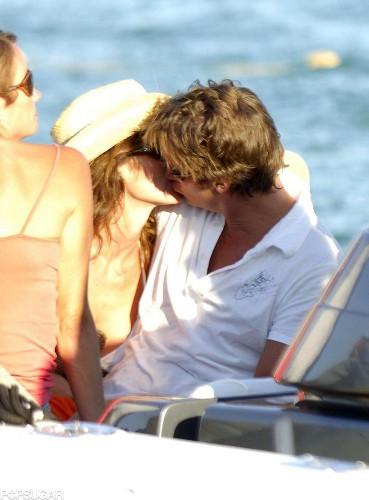 Синди Кроуфорд целует своего мужа Рэнди Гербера в Сант-Тропе в августе 2005