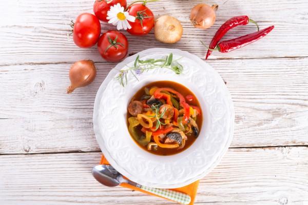 Рецепт                  Венгерское лечо с охотничьими колбасками