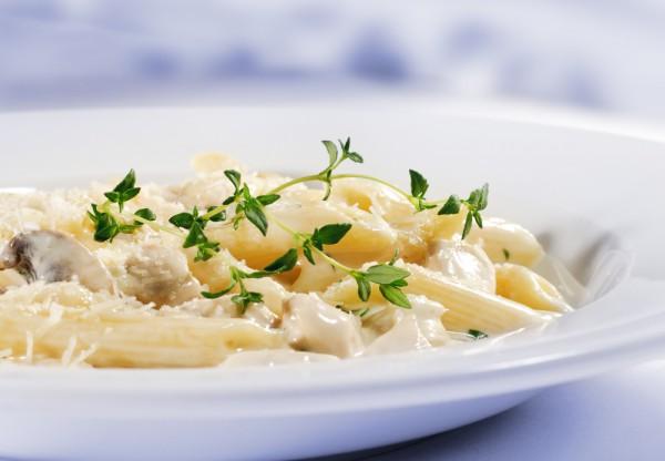 Рецепт                  Макароны с курицей в сливочно-грибном соусе