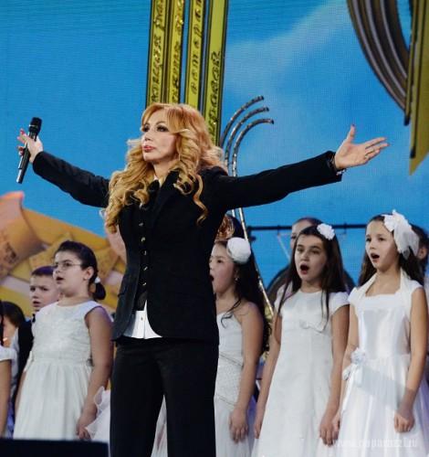 Маша Распутина выступила на творческом вечере Ильи Резника