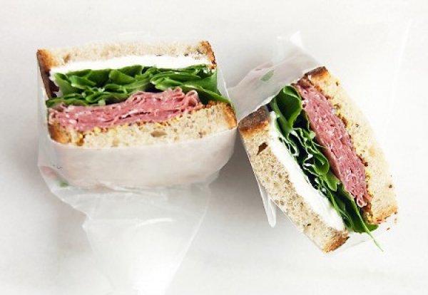 Рецепт                  Бутерброды с творожной намазкой и салями