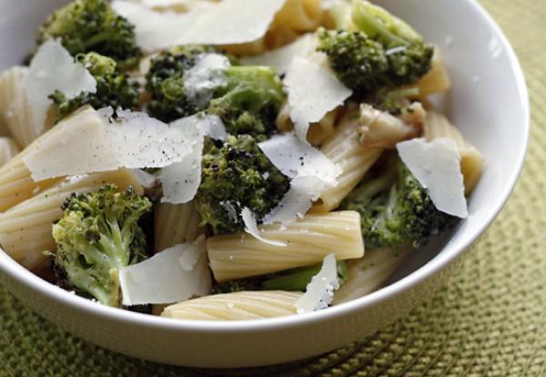 Рецепт                  Паста с брокколи, маслинами и сыром