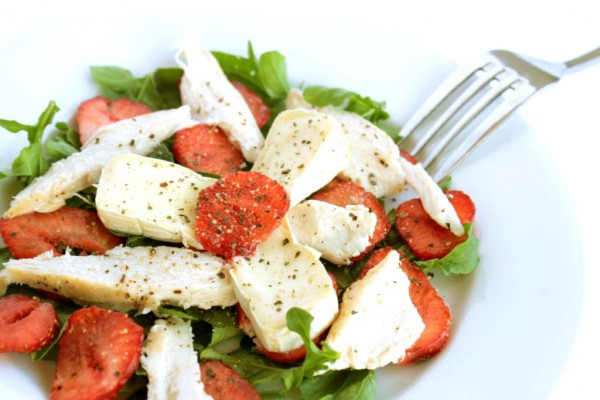 Рецепт                  Салат из курицы-гриль с клубникой