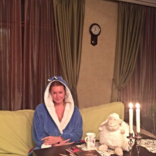 Анастасия Волочкова показала фото без макияжа