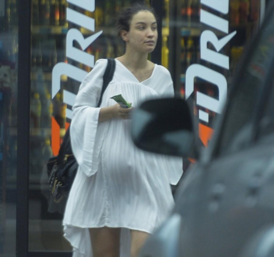 Беременную Викторию Дайнеко запечатлели на одной из заправок Москвы