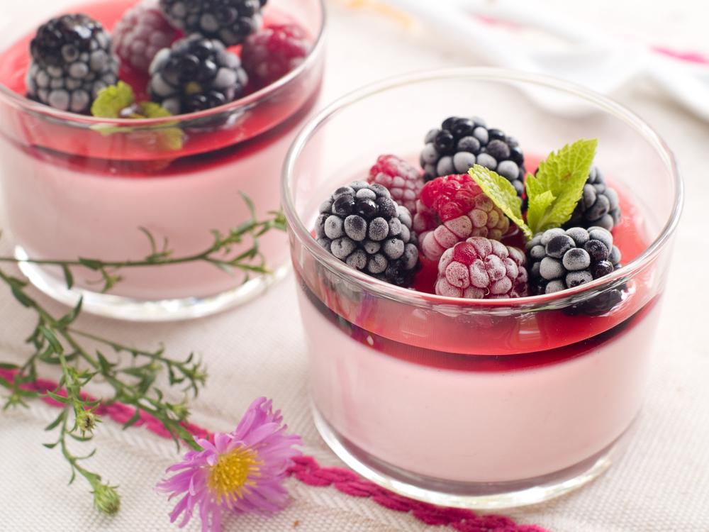 Панна котта с ежевикой: простой рецепт с сезонными ягодами