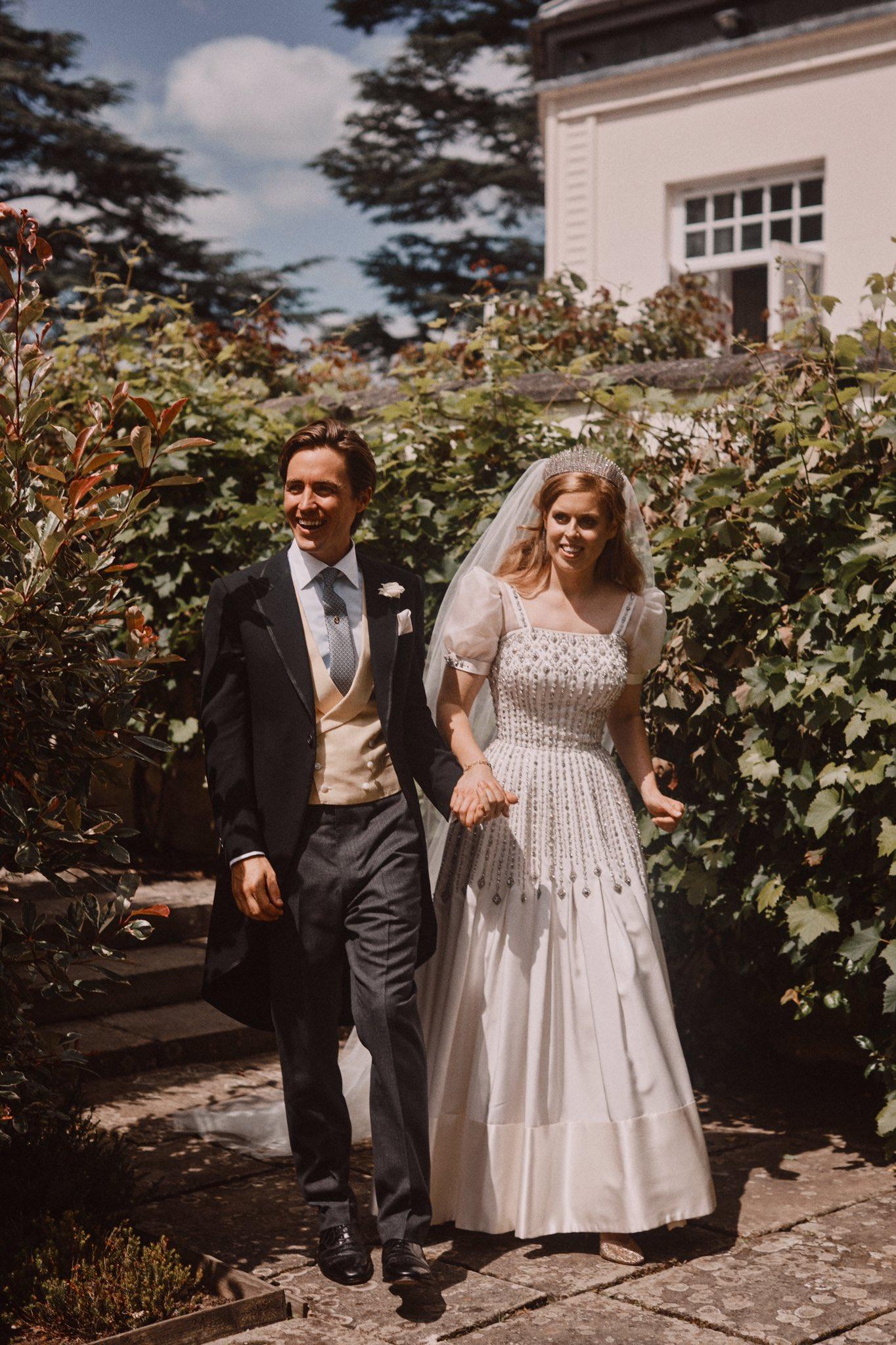 Свадебное платье принцессы Беатрис: ФОТО и интересеные факты о нем