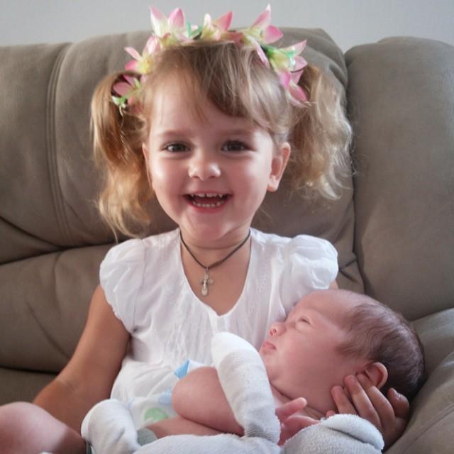 Дети Виктории и Антона Макарских: двухлетняя дочь Маша и новорожденный сын Иван
