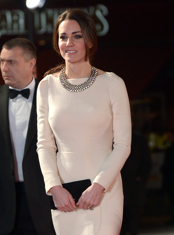 Кейт Миддлтон надела колье Zara за $35 - Тренды моды, мода 2017 ...