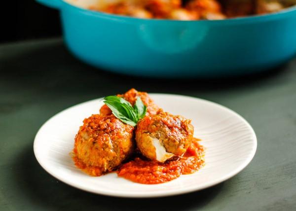 Рецепт                  Мясные шарики с моцареллой в томатном соусе