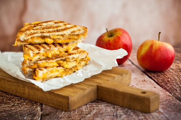 Рецепт                  Горячие бутерброды с яблоками и сыром