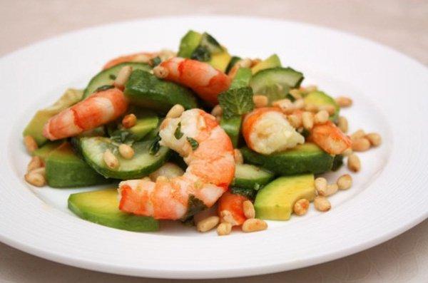 Рецепт                  Салат из креветок с авокадо и огурцами