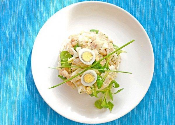 Рецепт                  Салат из трески с перепелиными яйцами
