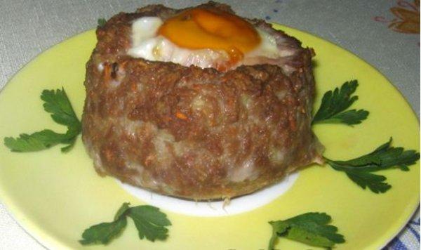 Рецепт                  Для детей: Яйца в гнездах из фарша