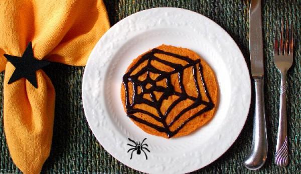 Рецепт                  Рецепт на Хэллоуин: Тыквенные оладьи Паутинка