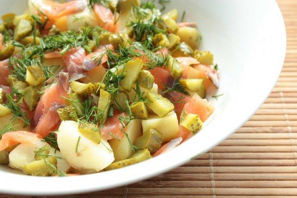 Рецепт                  Картофельный салат с лососем и маринованными огурцами