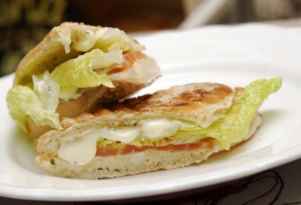 Рецепт                  Панини с лососем и моцареллой