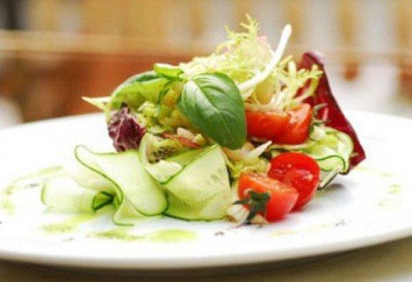 Рецепт                  Весенний салат из свежих овощей и креветок