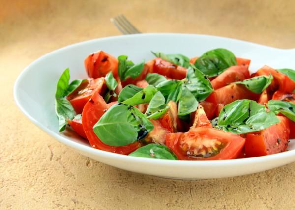 Рецепт                  Салат из помидоров с базиликом