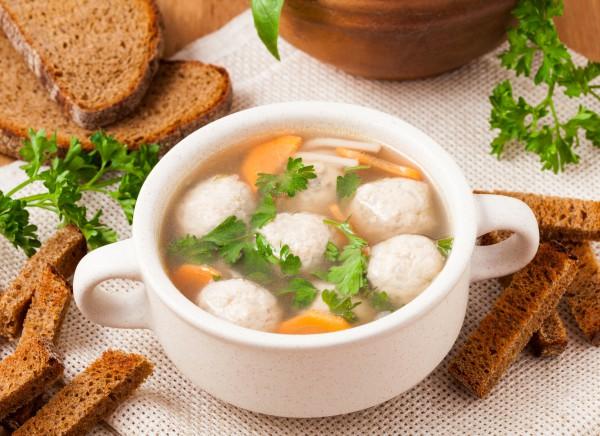 Рецепт                  Куриный суп с лапшой и фрикадельками