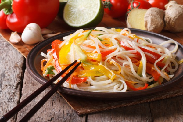 Рецепт                  Салат из лапши с овощами в азиатском стиле