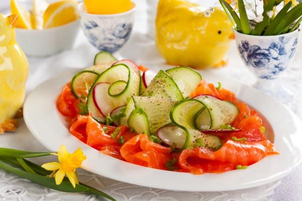 Рецепт                  Весенняя закуска из лосося с огурцами