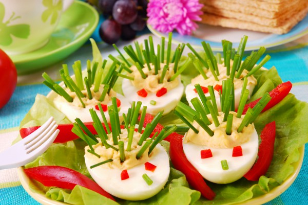 Рецепт                  Детская пасха: Фаршированные яйца в виде ежиков