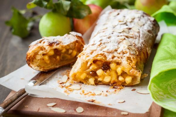 Рецепт                  Венский штрудель с яблоками и изюмом