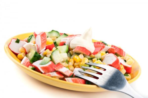 Рецепт                  Салат с крабовыми палочками и кукурузой