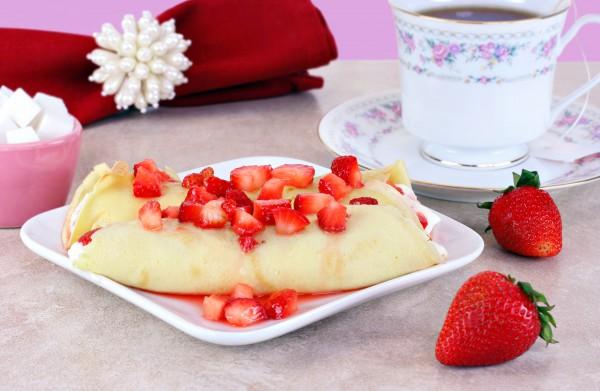 Рецепт                  Блины с клубникой и сливочным сыром