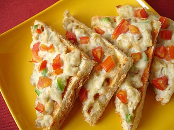 Рецепт                  Тосты с курицей, сыром и помидорами