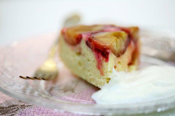Рецепт                  Сметанно-бисквитный пирог со сливами