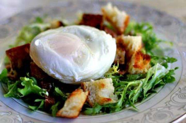 Рецепт                  Лионский салат с беконом и яйцом-пашот