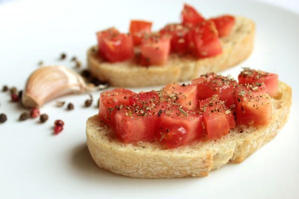 Рецепт                  Простая брускетта с помидорами