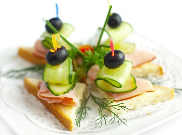 Рецепт                  Новогодние рецепты: Канапе с бужениной и огурцами