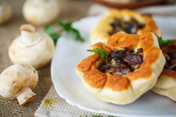 Рецепт                  Беляши с грибами и луком