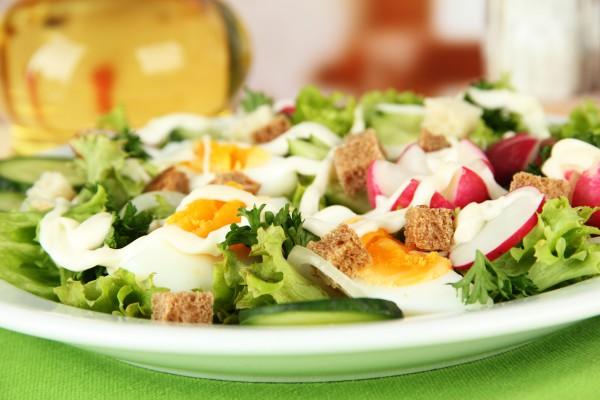 Рецепт                  Весенний салат из редиса и яиц