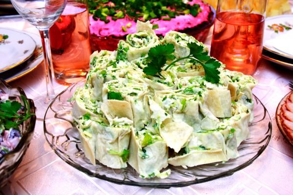 Рецепт                  Рулеты из лаваша с сыром и огурцами