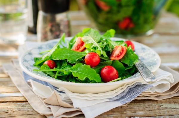 Рецепт                  Простой летний салат из рукколы и помидоров
