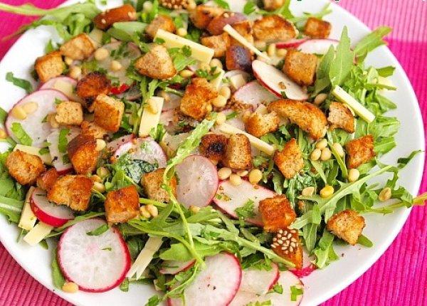 Рецепт                  Весенний салат из редиса с гренками