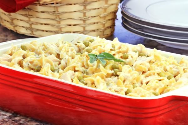 Рецепт                  Запеканка из макарон с курицей и зеленым горошком