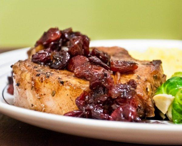 Рецепт                  Свиные стейки с вишневым соусом