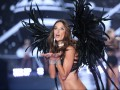 Оказаться в раю: В Лондоне прошло Victoria's Secret Fashion Show 2014