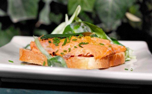 Рецепт                  Горячий бутерброд с лососем