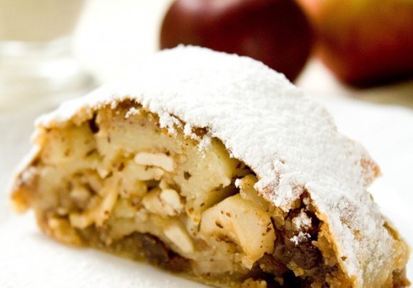 Рецепт                  Яблочный штрудель с ванильным соусом