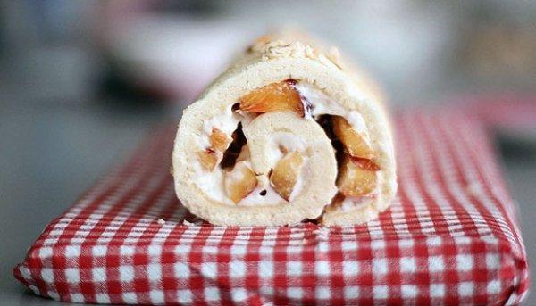 Рецепт                  Бисквитный рулет с фруктами и сливочным сыром