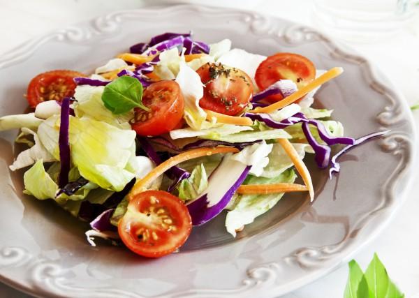Рецепт                  Летний салат из капусты с помидорами